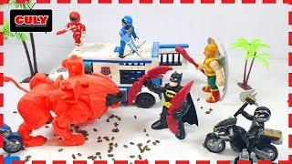 Bát man vượt ngục, siêu nhân tí hon gọi siêu thú gao sư tử đấu với người dơi pwoer rangers toy kids