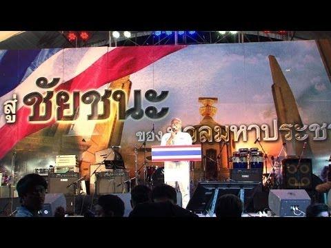 Bangkok: manifestation malgré la loi martiale