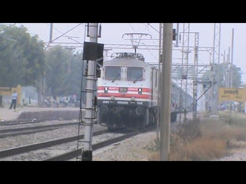 Bold p5 Stenciled Wap-5 Whines At Roaring Emd, And Flies Past Asaoti With A Puny Rake!! video