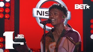 "Singer Lucky Daye Performs ""Roll Some Mo"" at the BET Awards! 