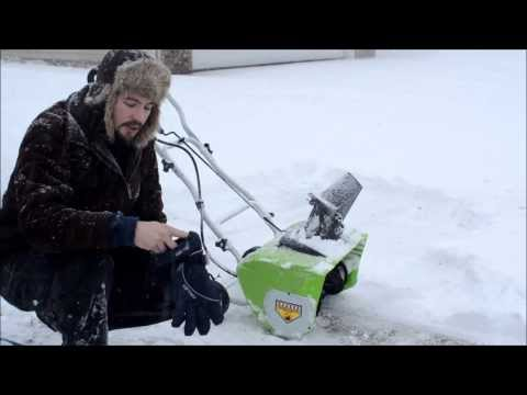 Greenworks 12 amp electric snow blower (review / operation) 1080p