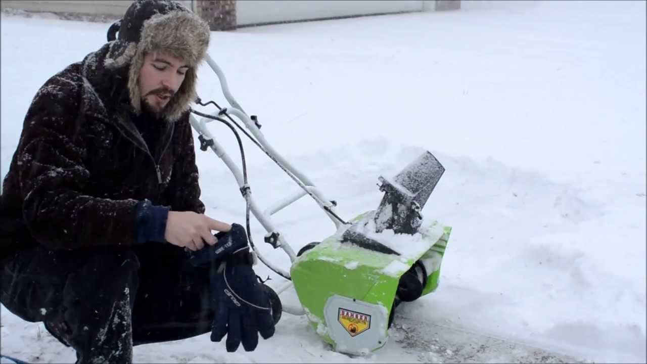 Greenworks 12 amp electric snow blower (review / operation ...