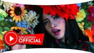 Duo Anggrek Panggung Dangdut Official Music Video NAGASWARA music