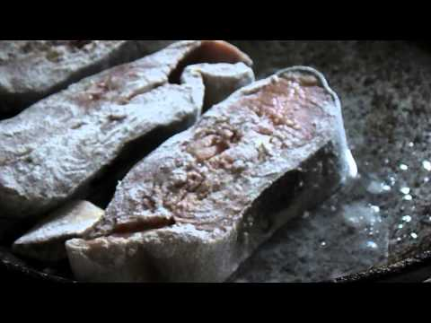 Как приготовить горбушу на сковороде - видео