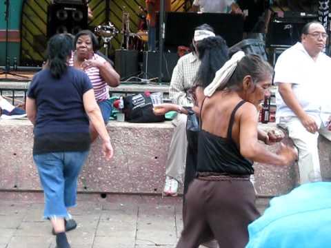 Some Drunk Ladies Dancin Mujeres Borrachas Bailando En San Antonio T