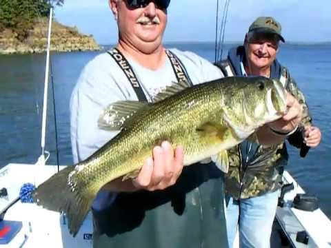 Lake Texoma Largemouth Bass Fishing - 8.5 Lb Hawg!