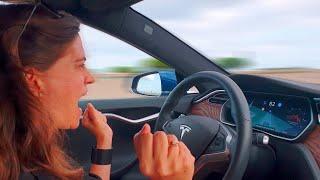 Nos vamos a la BERGA con el PILOTO AUTOMÁTICO DEL TESLA!!