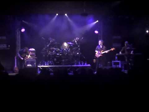 VINNIE MOORE live 2010 part 2 - Over my Head