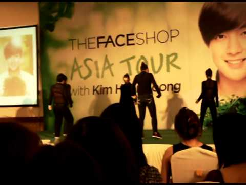 12.08.11 Cover Dance Love Ya Ss501 Kim Hyun Joong's Fansign At Queen Plaza video