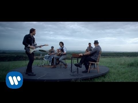 Tommy Torres - Mientras Tanto [con la participación de Ricardo Arjona] (Official Music Video)
