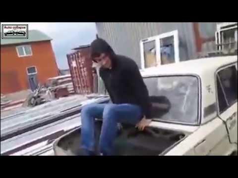 Caucasian resident sells cars / 백인 거주자가 자동차를 판매