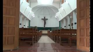Umat Muslim Gotong Royong Membersihkan Gereja Santa Lidwina