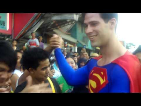 Superman comes to Calbayog City, Philippines and the crowd loves it. http://www.traviskraft.com http://www.twitter.com/traviskraft.