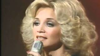 Watch Barbara Mandrell Woman To Woman video