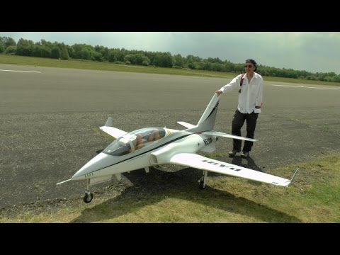HUGE XXL RC VIPER JET FLOWN BY THE PARITECH TEAM - BLACKBUSHE RC MODEL AIRCRAFT SHOW - 2014
