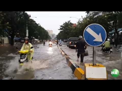 Phnom Penh Mostly Flooded by Rain Water