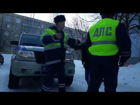 Девушки хулиганки отпинали полицейских  Место происшествия 27 04 2018