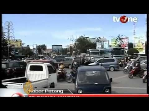 Indonesia earthquake: Tsunami warning triggers panic