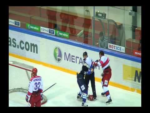 Драка в матче Снежные Барсы - Красная Армия