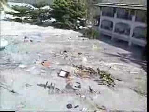 Koh Phi Phi Tsunami Video Tsunami-hitting-koh-phi-phi