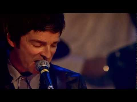 Noel Gallagher's High Flying Birds - Everybody's on the Run (NME Awards 2012)
