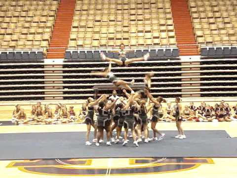 Tanner High School's Cheerleaders performing Extreme Routine