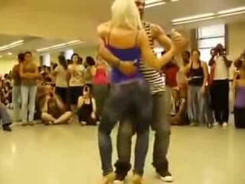 Видео . Супер сексуальный танец с девушкой