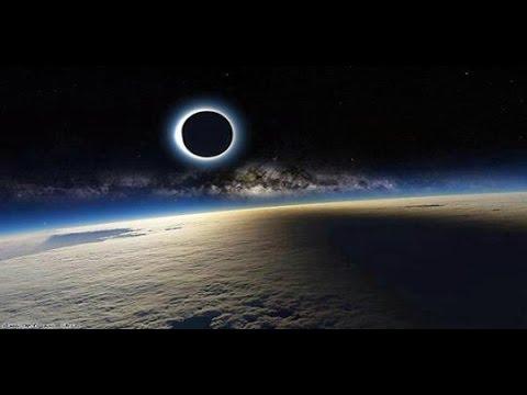 Penampakan Menakjubkan di Langit saat Gerhana Matahari