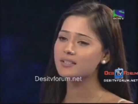Sara Khan Singing aur ahista