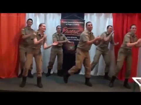 Em Campanha contra as drogas, Polícia de Santa Catarina dança!