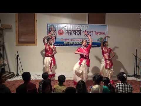 Sree Sree Gita Sangha Saraswati Puja Dance- Tumi Nirmolo Koro (2013) video
