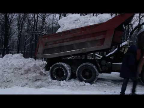 Свалка снега в Ивантеевке