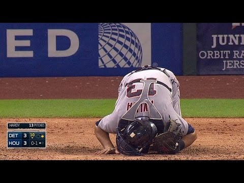 DET@HOU: Avila shaken up after Singleton's foul tip