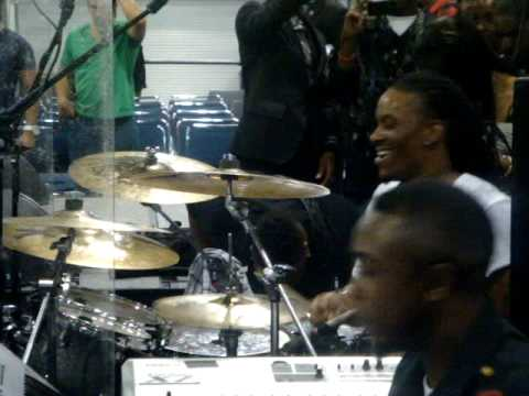 John P. Kee's Band @ COGIC AIM Convention 2010 pt. 2 Video