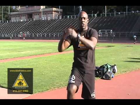 How to throw knee strikes Muay Thai -Basic Technique - www.02athletics.com Image 1