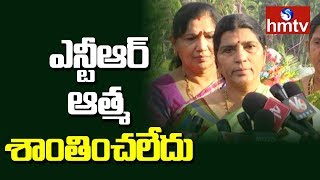 Lakshmi Parvathi Pays Tribute to NTR At NTR Ghat | hmtv