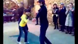 Девочка классно танцует лезгинку