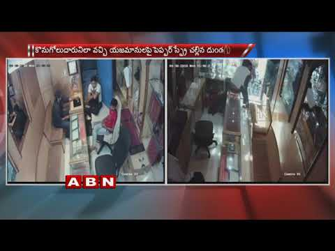 Robbery Attempt Foiled By A Jewellery Shop Owner In Delhi | CCTV Footage