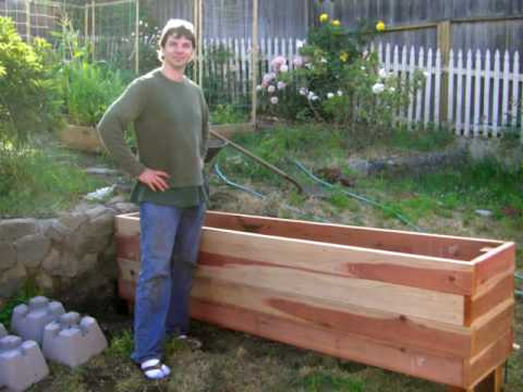 Floating Backyard Deck with Planter Box - DIY