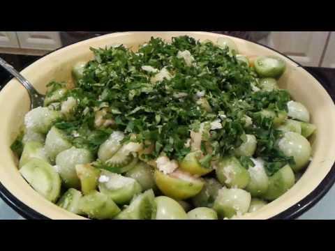 Салат из зеленых помидор с чесноком. Хрустящие  зеленые помидорчики