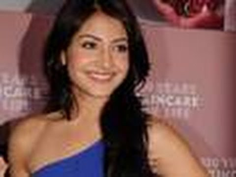 Bikini Girl Anushka Sharma on Anushka Sharma The New Soda Girl In B Town