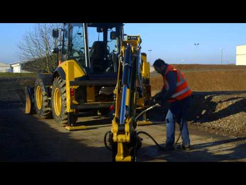 Quick Coupler and Disconnects on the Cat® F2 Backhoe Loaders (Europe/Africa/Middle East)