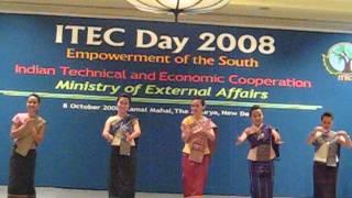 Lao Students performed in India ITEC Day 2008 (ຟ້ອນອວຍພອນ)