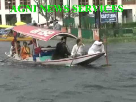 SRINAGAR.. WIND STORM HIT WORLD FAMOUS JAL LAKE,