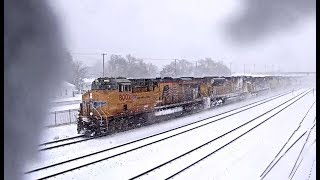 16 TRAINS AS SNOW & ICE BUILD ON THE CAMERAS LENS (TIME LAPSE)  KEARNEY, NE
