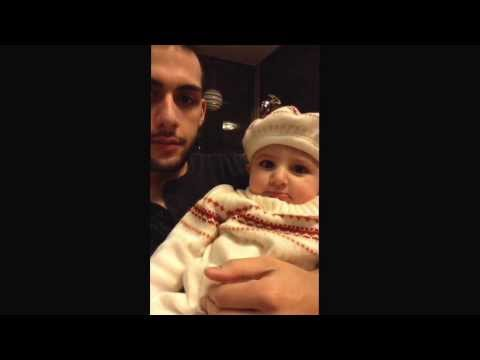 My niece is almost 1 year old and she can finally beatbox! Twitter: https://twitter.com/iLLyNoiZe Instagram: http://instagram.com/iLLyNoiize FaceBook: https:...