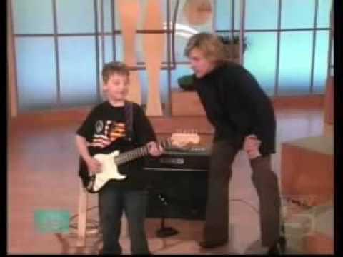 Video Videos Sorprendentes Niño de 6 años tocando la guitarra INCREIBLEMENTE MUY BUENO2