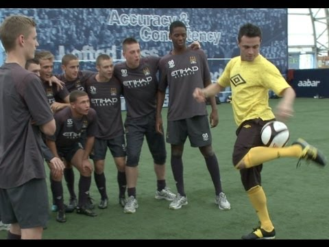 FALCAO v CITY SKILLS: Brazilian Futsal legend takes on City Academy lads