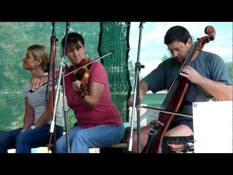 Hradní Duo - Theme for Green Lands ( Dan Ar Braz )