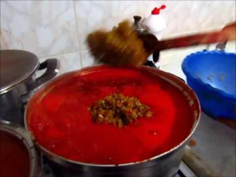 Evde Zeytinyağlı acılı domates ezmesi nasıl yapılır?